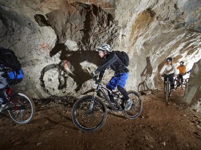 Stollenbiken Bergwerk Abenteuer im slowenischen Kärnten