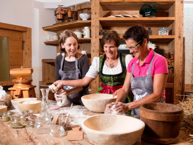 "Backen des Slow Food-Presidio ""Lesachtaler Brot"